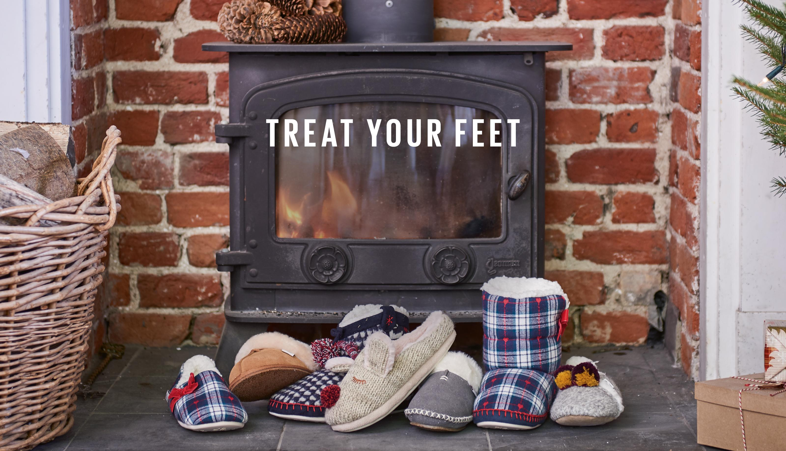 TREAT YOUR FEET: SLIPPERS